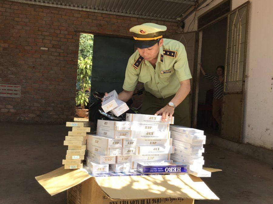 Đội quản lý thị trường tỉnh Đắk Lắk đã phát hiện và thu giữ hơn 1000 bao thuốc lá nhập lậu